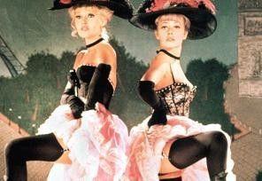 """Jetzt heißt es """"ganz oder gar nicht""""! Brigitte Bardot (l.) und Jeanne Moreau als Maria und Maria"""