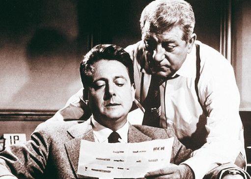 Achten Sie auf das Kleingedruckte! Jean Gabin als Kommissar Maigret mit Jean Desailly (links)