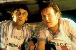 Jetzt wird der ganze Frust runtergespült! Donal O'Kelly (l.) und Colm Meaney als Arbeitslose