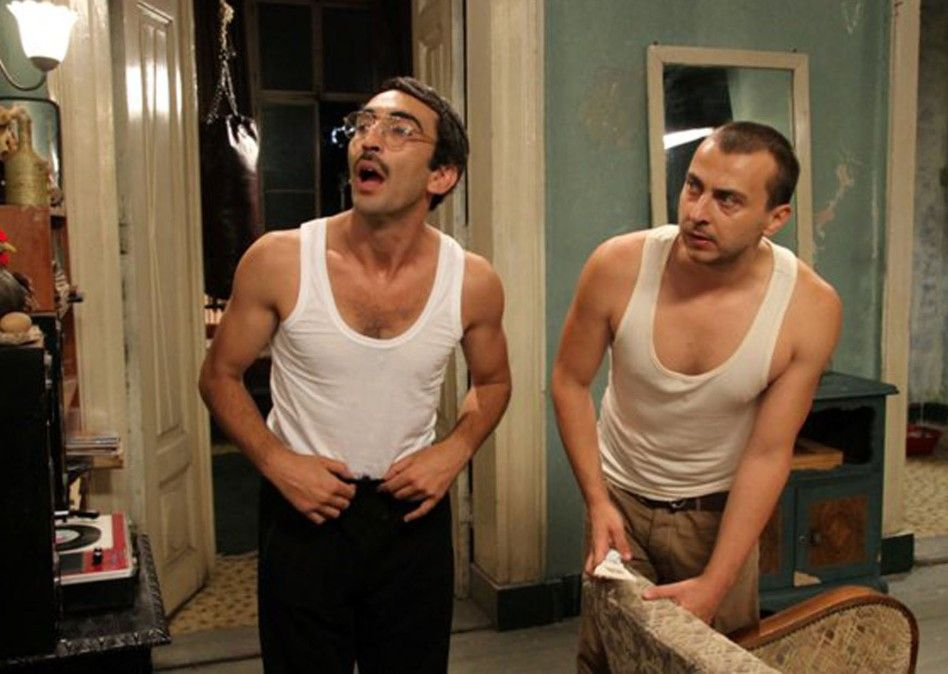 Tik (Firat Tanis, l.) und Manik (Ali Atay) sind beste Freunde