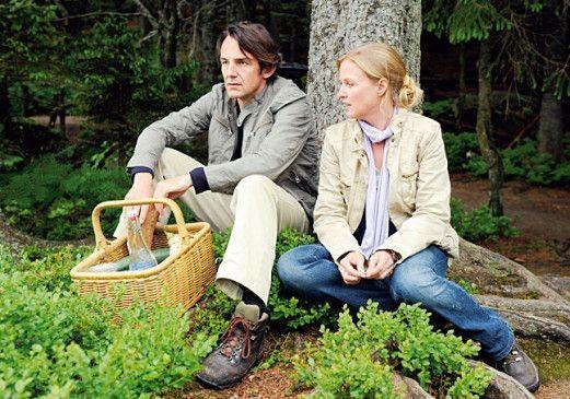 Ein Picknick gerät zum Desaster: Peter (Hans-Werner Meyer) und Eva (Katharina Böhm)