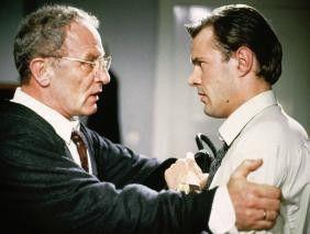 Du hast doch nichts verbrochen, mein Sohn? Jürgen  Hentsch (l.) und Sebastian Koch