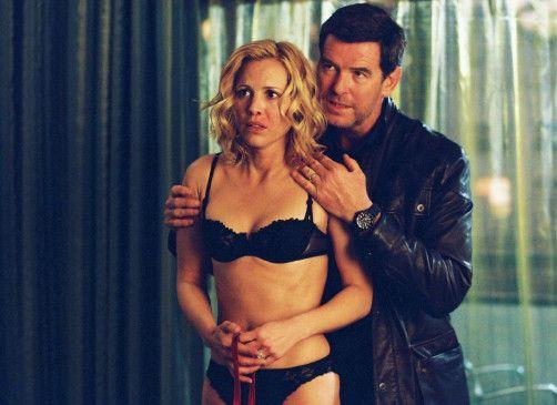 Abby (Maria Bello) ist in der Gewalt des Gangsters Ryan (Pierce Brosnan)
