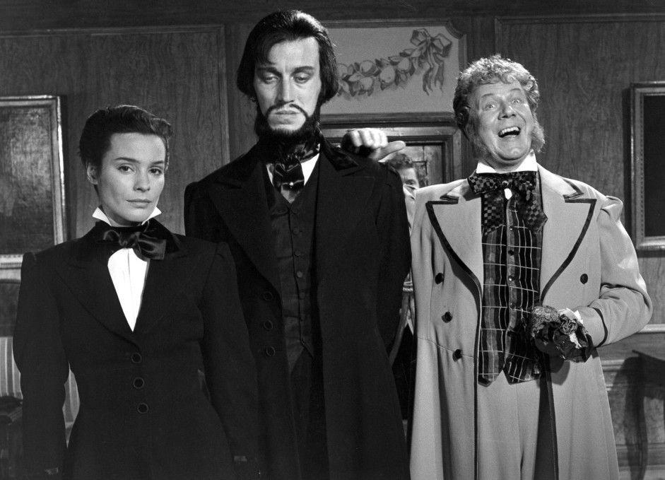 Dr. Vogler (Max von Sydow, M.) scheint von seinen Gastgebern nicht gerade begeistert zu sein ...