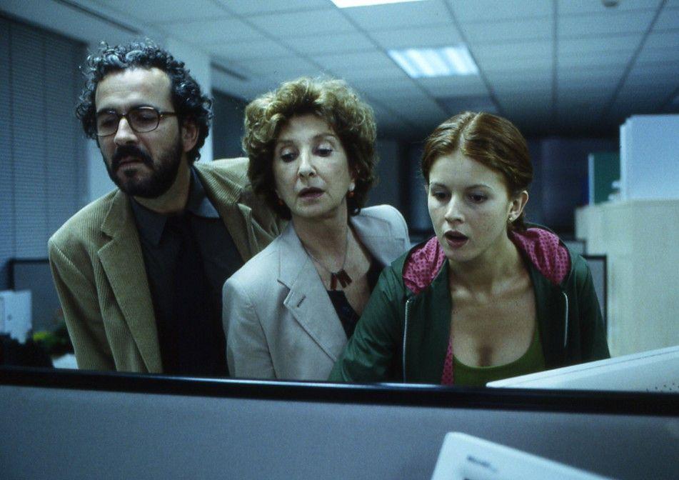 Wer steckt wohl unterm Tisch? Guillermo Toledo, Maria Botto, Norma Aleandro (v.l.)