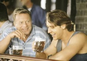 Jeff (Russell Crowe, re.) versteht sich blendend  mit seinem lebenslustigen Vater Harry (Jack  Thompson)