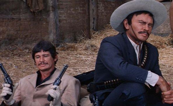 Pancho Villa (Yul Brynner) und seine rechte Hand Fierro (Charles Bronson, l.)