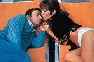 Ach, komm! Ich will doch nur ein Küsschen! Stéphane  Audran und Jean-Louis Trintignant