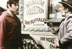 So hälst du den Colt falsch! Clint Walker (l.) und Vincent Price