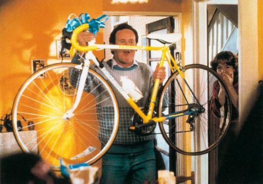 Cooles Fahrrad, oder? Colm Meaney sorgt für Unruhe
