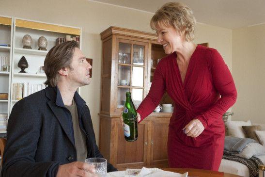 Darfs noch ein Schlückchen Gänsewein sein? Katja (Mariele Millowitsch) und  Erik (Nicki von Tempelhoff)