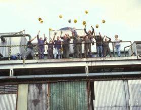 Der Sieg ist unser - die Arbeiter jubeln