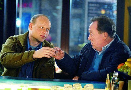 Endlich Feierabend! Peter Sodann (r.) mit Bernd Michael Lade