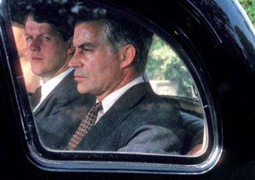 Die beiden Gentleman scheinen von Miss Marples Nachforschungen nicht begeistert