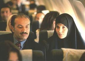 Yasmine (Marie Brahimi) ist unterwegs nach Algerien
