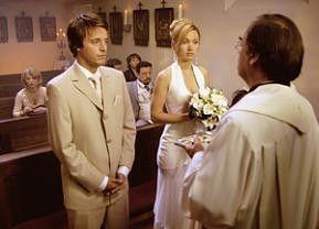 Noch ahnt das Brautpaar nichts vom nahenden Unheil!