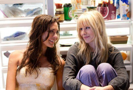 Die Schöne ist das Biest: Odette Yustman (l.) und Kristen Bell.
