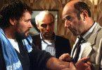 Was ist das? Stöver (Manfred Krug, r.) und Brockmöller (Charles Brauer) vernehmen den Hauswart (Rüdiger Bahr, l.)