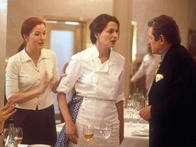 Also das Kochen müssen sie schon mir überlassen! Martina Gedeck (M.) regt sich über Sergio Castellitto auf