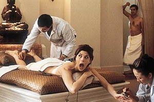 Was für ein Feeling beim Peeling! Marisa Tomei scheint zu leiden