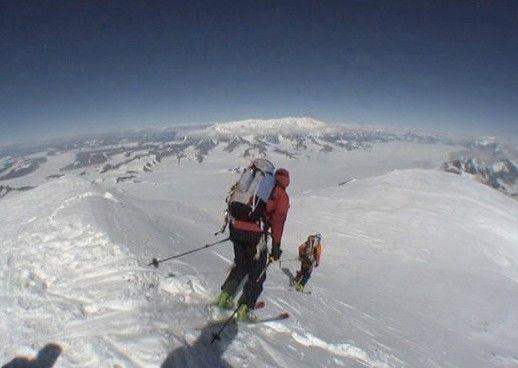Das lebensgefährliche Abenteuer kann beginnen: Abfahrt vom Mount St. Elias