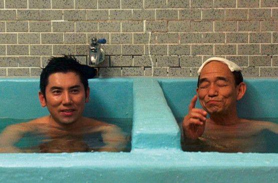 Hurra, wir leben noch! Masahiro Motoki (l.) und Tsutomu Yamazaki