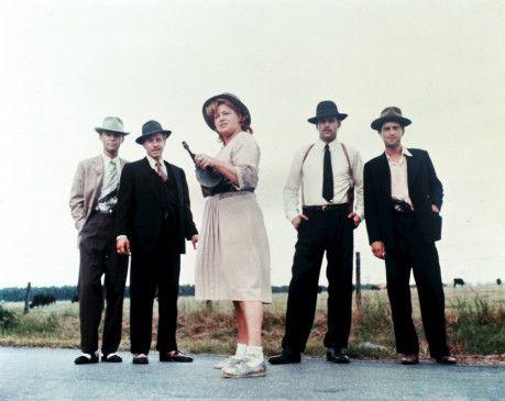 Ma Barker (Shelley Winters) zieht mit ihren vier Söhnen mordend und raubend durch die USA