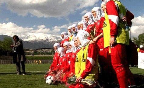Gruppenbild mit Damen: im Iran müssen Fußballerinnen züchtig verhüllt sein