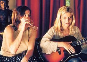 Gitarre spielen kann sie auch nicht! Valeria Bruni-Tedeschi (l.) beobachtet Chiara Mastroianni