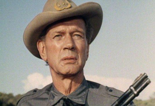 Jonas Morrison (Joseph Cotten) ist der Anführer der Grausamen