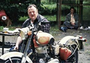 Jetzt ist auch noch die Kiste kaputt! Dieter Pfaff hat nicht nur Sorgen mit seinem Motorrad