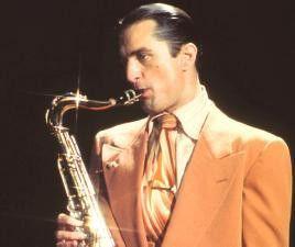 Na, das ist aber mal ein schönes Stück! Robert De Niro als Saxofonist