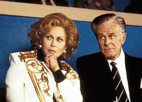 Der will wohl an die Macht! Faye Dunaway und Robert Culp spinnen eine Intrige