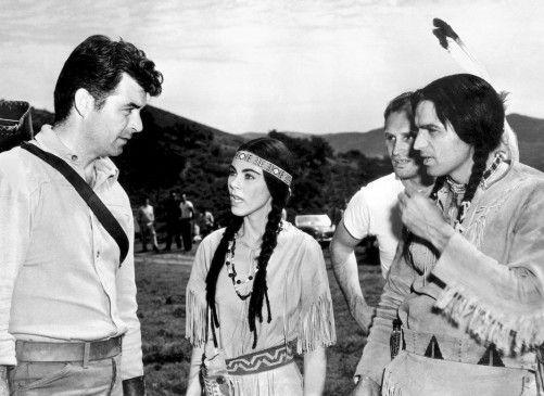 Tate (Rory Calhoun, l.) will die Vertreibung der Indianer verhindern