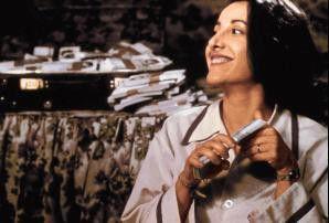 Anna (Carla Signoris) freut such zu früh, denn Gangster wollen das gefundene Geld wiederhaben