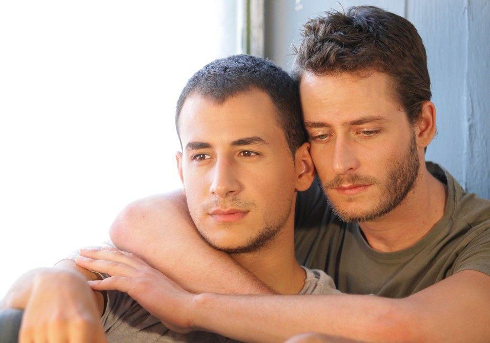 Eine unmögliche Liebe? Nimr (Nicholas Jacob, l.) und Roy (Michael Aloni)