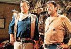 Schau dich im Spiegel an. So sieht ein Sheriff-Stern aus, an dem ein Besoffener hängt! - John Wayne (l.) und Robert Mitchum