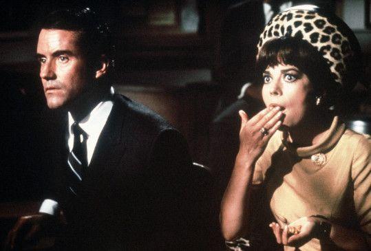 James (Ian Bannen) ahnt nicht, was seine Frau Penelope (Natalie Wood) so alles treibt