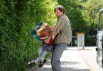 Du kommst jetzt mit! Wolfgang Priklopil  (Thure Lindhardt) entführt die kleine Natascha (Amelia Pidgeon)