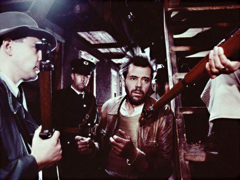 War wohl nichts mit dem perfekten Verbrechen! Dirk Bogarde (M.) als Hermann