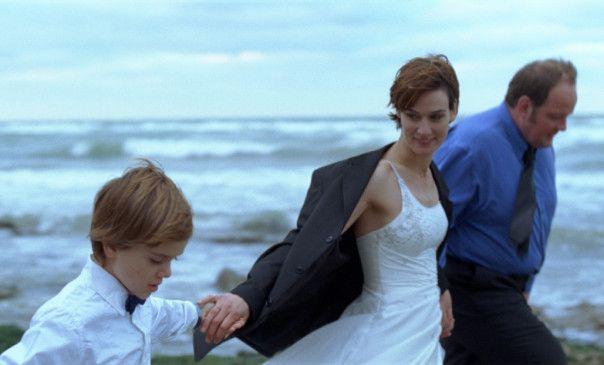 Eine neue Familie - Yohan (Antoine Couleau), Angèle (Clotilde Hesme) und Tony (Grégory Gadebois, r.)