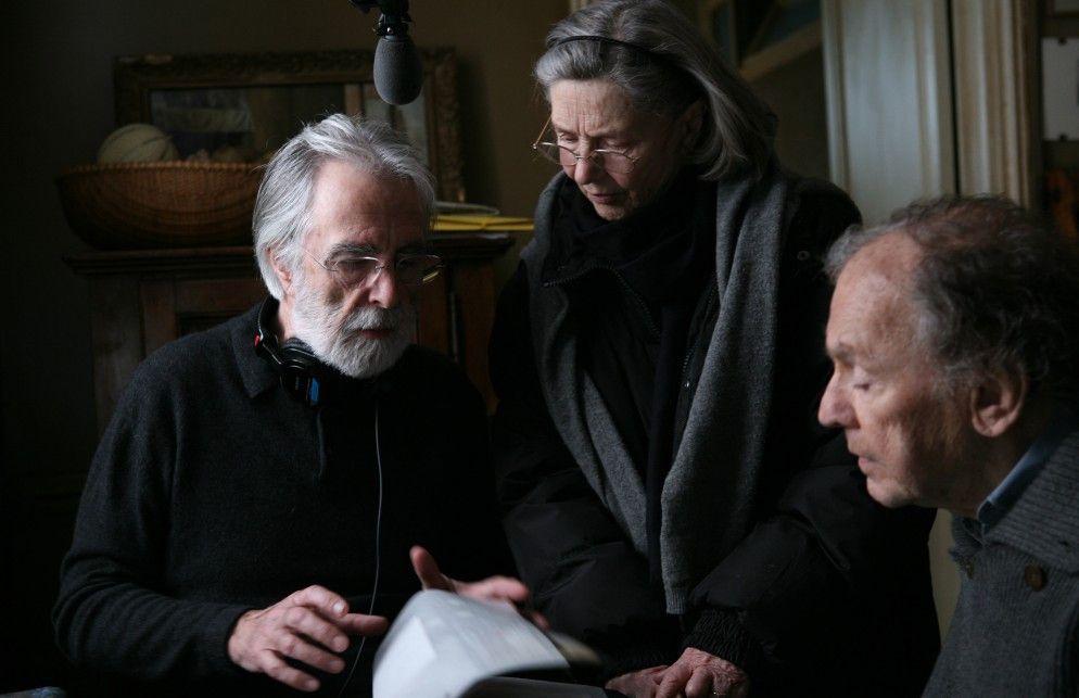 Bei der Arbeit: Michael Haneke (l.) gibt Emmanuelle Riva und Jean-Louis Trintignant Anweisungen