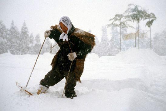 Schneewandern leicht gemacht im japanischen Echigo