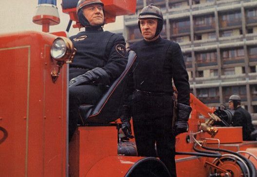 Das muss alles brennen - Cyril Cusack (l.) und Oskar Werner bei einem Einsatz