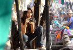 Hobby-Fotografin Shai (Monica Dogra) ist neu in Bombay