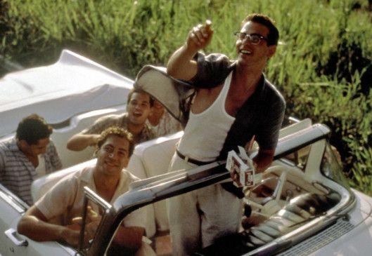 Lázaro (Olivier Martinez, M.) und seine bejubeln die kubanische Revolution