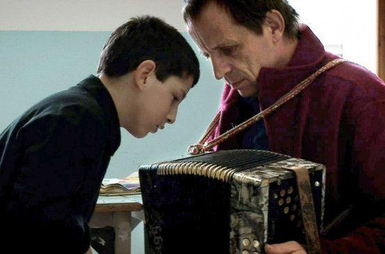 Wolfgang Fasser (r.) mit seinem jungen Patienten Andrea