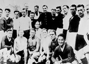 Vor dem Spiel präsentierten die beiden Mannschaften zum gemischten Gruppenfoto