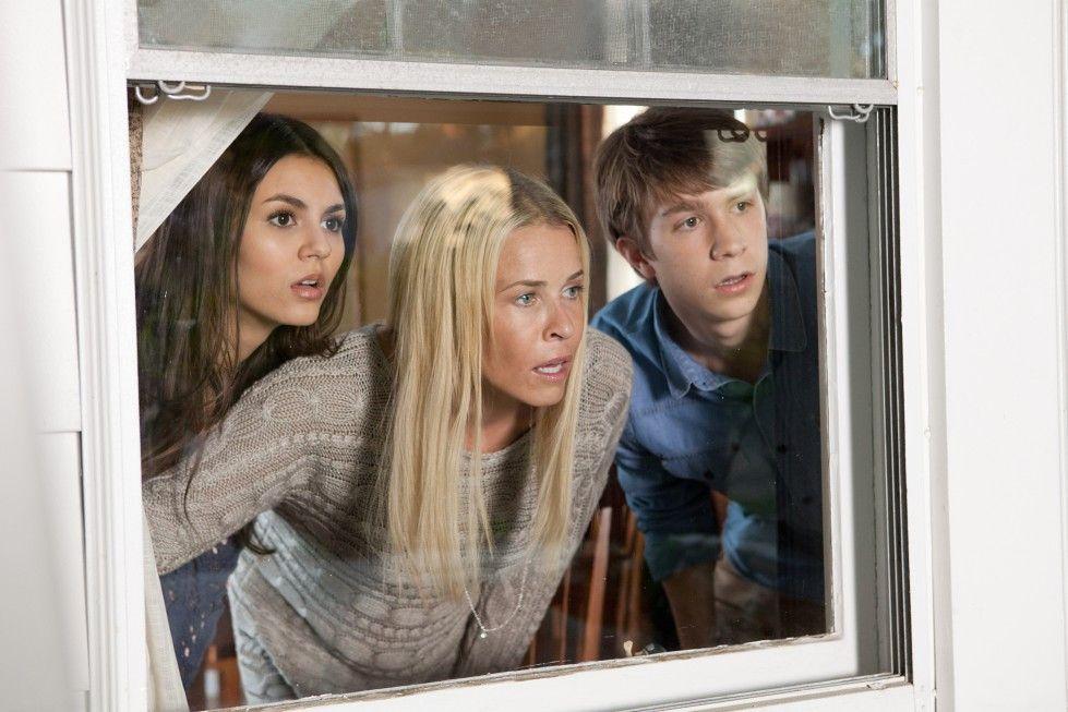 Teenager im Angesicht des Schreckens: Victoria Justice (l.), Chelsea Handler und Thomas Mann