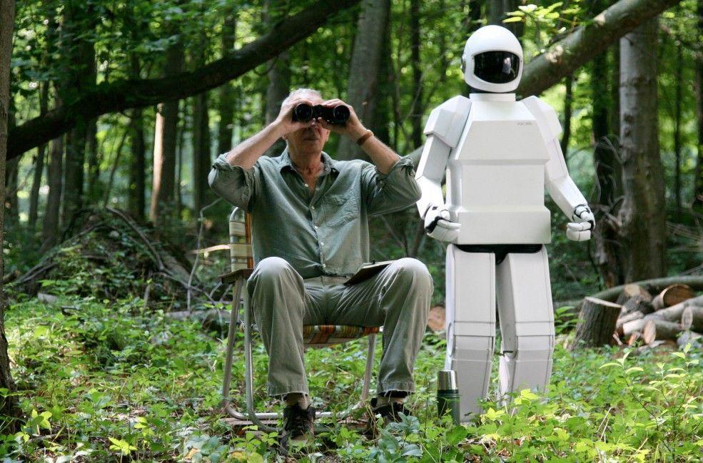 Diebeskollegen unter sich: Frank Langella mit Roboter